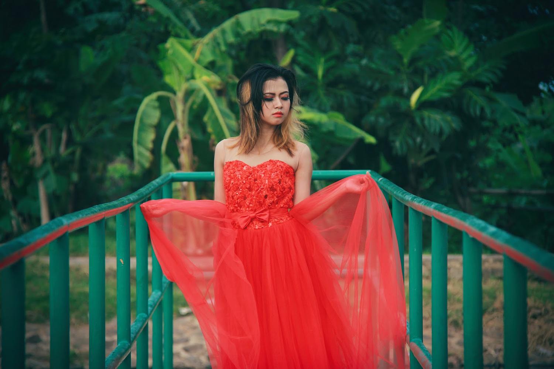Cewek Manis Seksi Tamy Oktaviani dan gaun merah dan hot