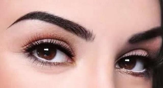¿Quieres que te crezcan las cejas en poco tiempo? ¡Esta rutina de belleza funciona!