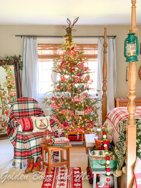 Ski Lodge style master bedroom with lodge style Christmas decor - www.goldenboysandme.com