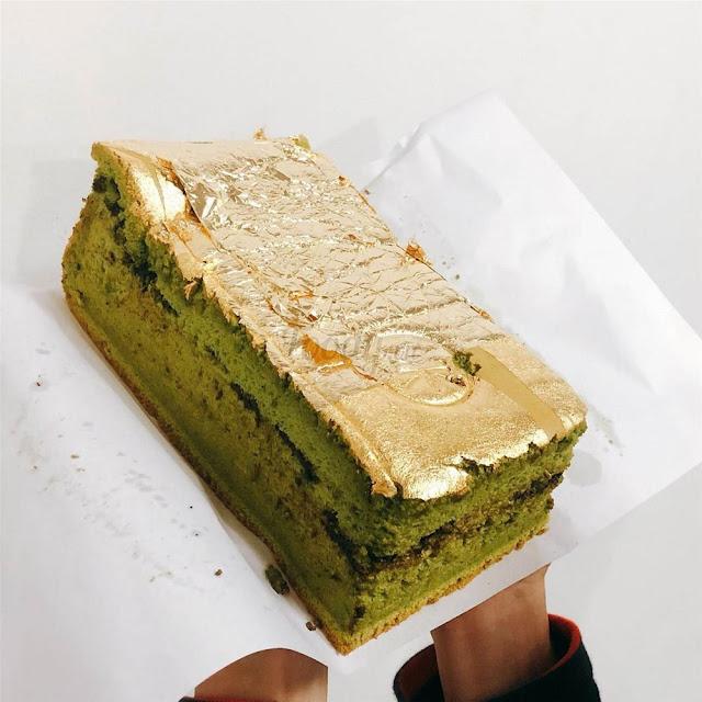 Bánh bông lan dát vàng