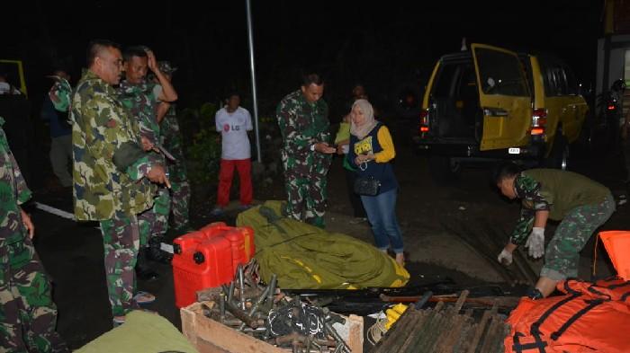 Evakuasi Korban Banjir di Soppeng, Denbekang XIV-44-01 Kirim Alat Bantuan