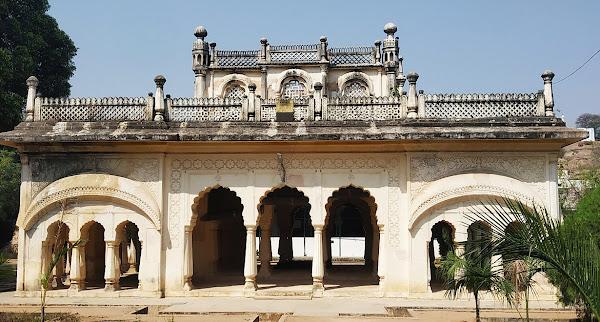 mahlaqa-chanda-bai-maqbara