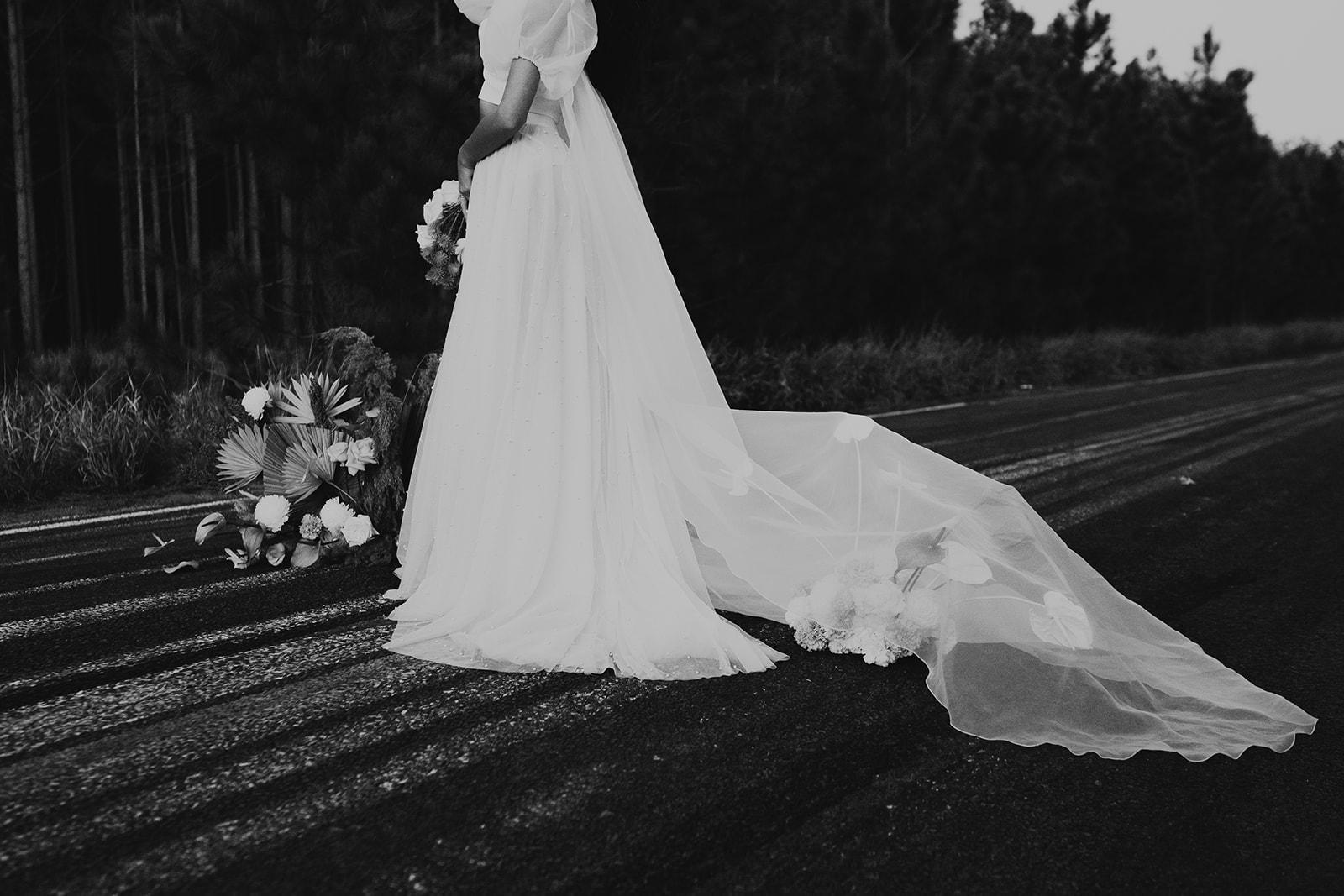 angela cannavo photography karen willis holmes skirt alternative bridal bouquet florals