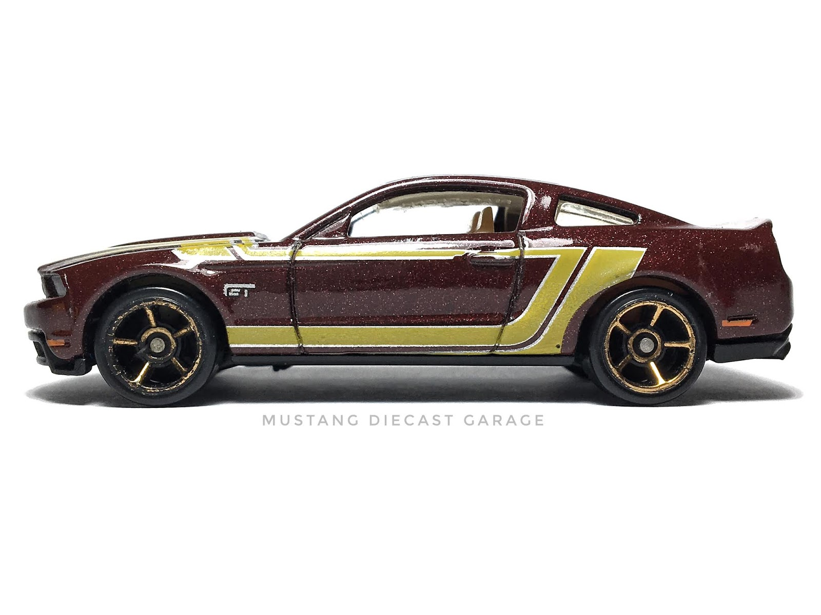 Hot Wheels 2010 Ford Mustang GT Series 2011 Faster Than Ever  (สีเลือดหมู)(ล้อ FTE ไม่มีลายคาดที่กระจกหน้ารถ) 1:64