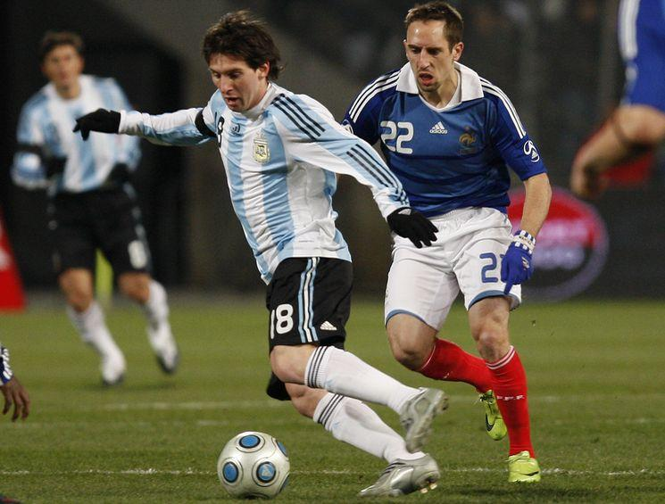 Messi Dribbling Pics ~ Football wallpapers, pictures and