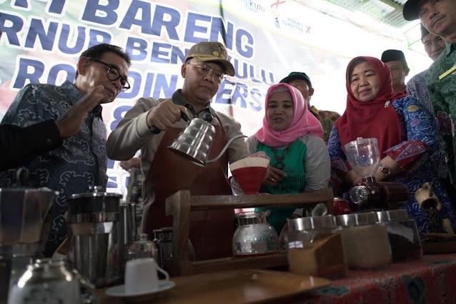 gubernur bengkulu meracik kopi bengkulu