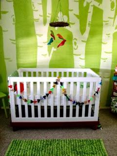 cuarto para bebé verde blanco