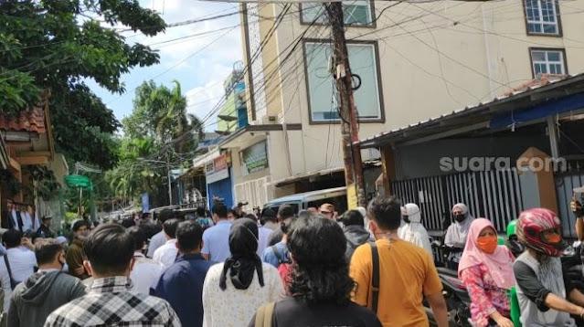 Petamburan Panas! Wartawan Kocar-kacir, Laskar FPI: Polisi Balik Kanan Lo!