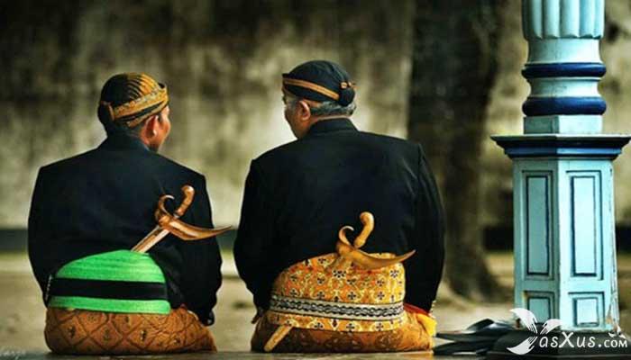 18 Kebiasaan Orang Jawa (Jawa Barat, Jawa Tengah, Jawa Timur) Dalam Kehidupan Sehari-hari