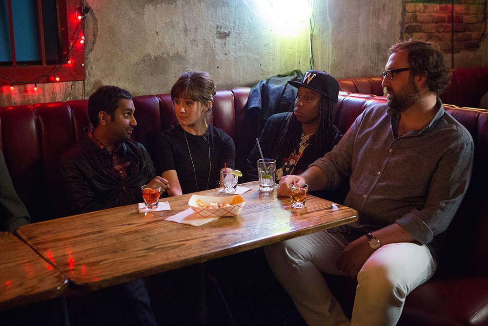 Aziz Ansari y parte del cast en 'Master of None'