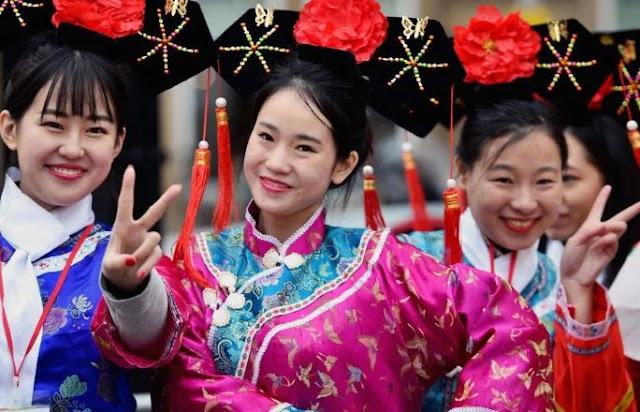 ما هي اللغات التي يتحدث بها في الصين؟