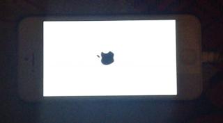 Cara memperbaiki stuck logo apple di iPhone