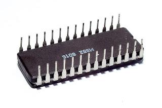 bentuk ic atau chip, mikrokontroler,