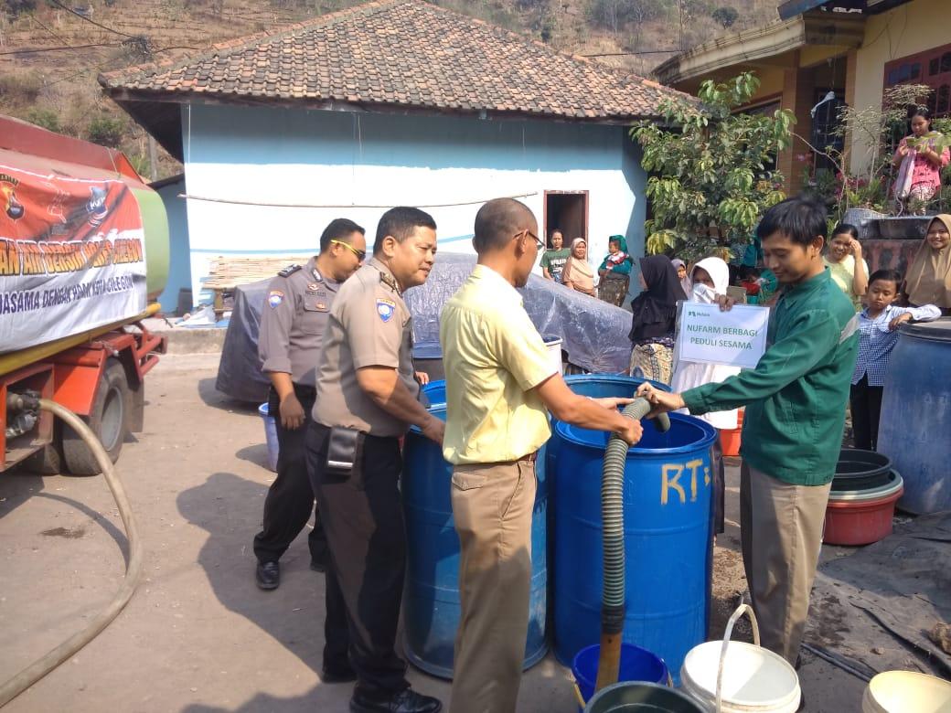 Polda Banten Berikan Bantuan kepada masyarakat Yang Mengalami Krisis Air Bersih