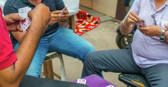 Индиец проиграл в карты свою 18-летнюю дочь