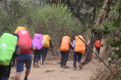 Komunitas backpacker karawang mendaki gunung sindoro