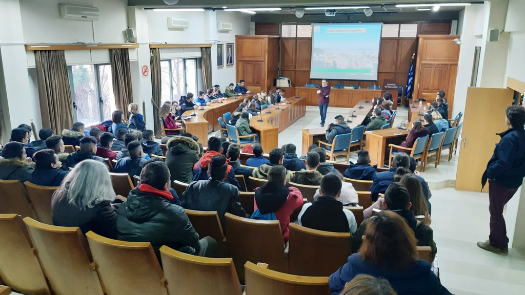 Με το ΕΠΑΛ Φαρσάλων συνεχίστηκαν οι επισκέψεις σχολείων στο Δημαρχείο Τρικκαίων