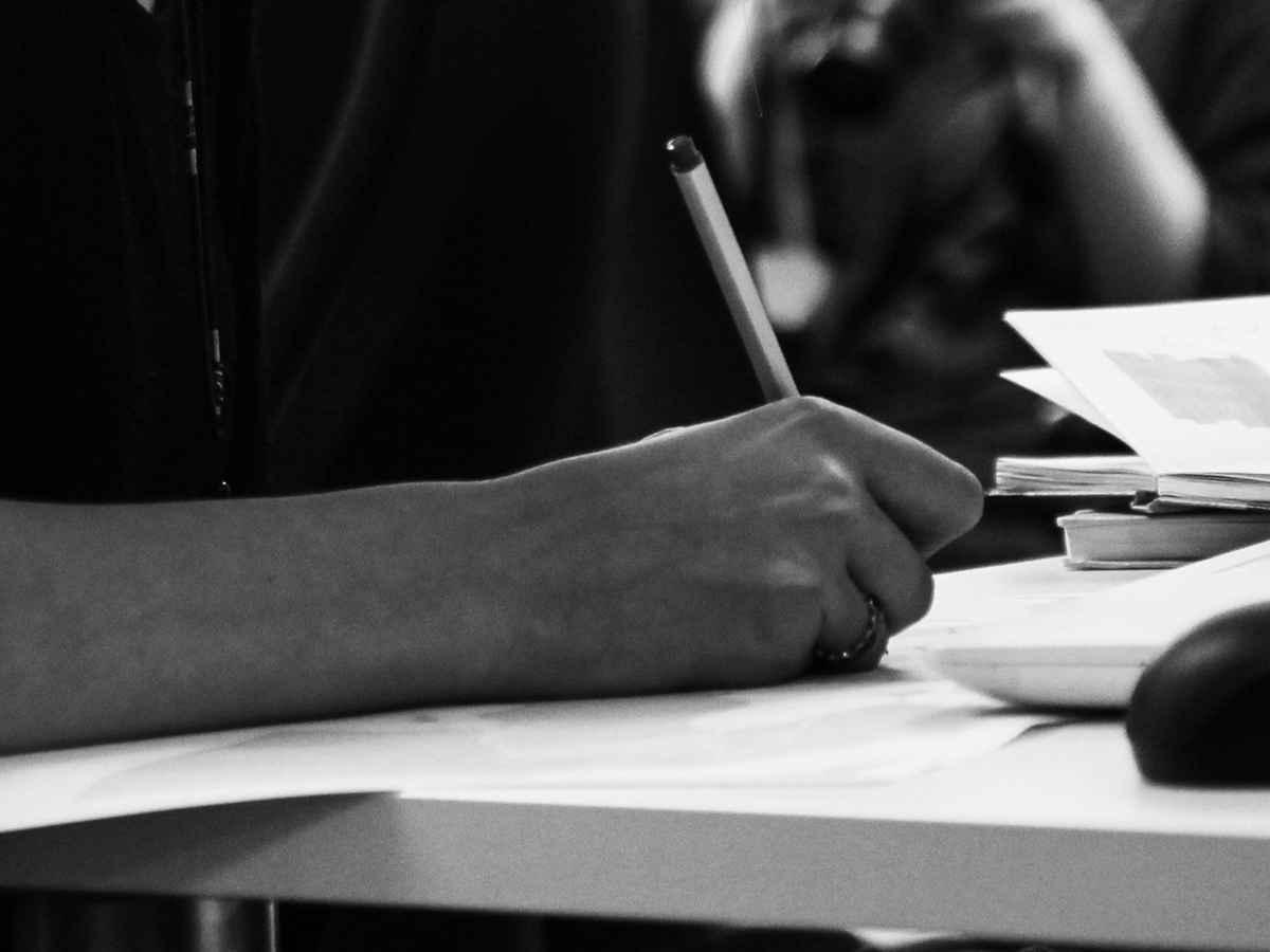 Заключение нового контракта в органах принудительного исполнения по достижению предельного возраста