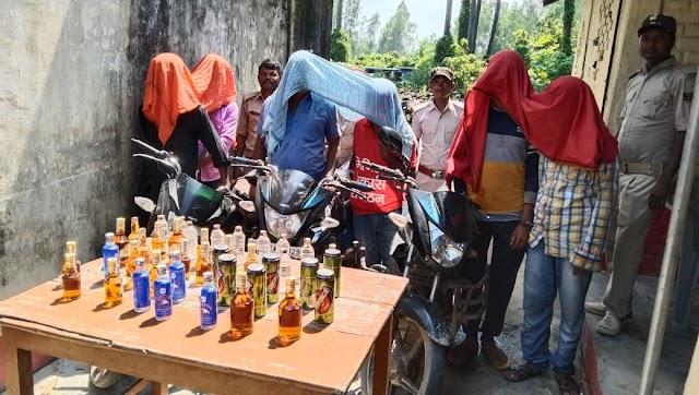 मधवापुर में दो नेपाली समेत छह शराब के साथ गिरफ्तार