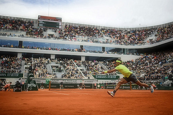 Rafael Nadal (again) and the wind confuse Roger Federer at the French Open