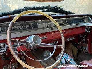 Steering wheel is art on the 1962 Grand Prix.