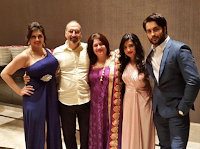 Foto Vivian Dsena dengan Keluarganya
