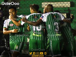 Oriente Petrolero festeja uno de los goles con el que ganó a The Strongest - DaleOoo
