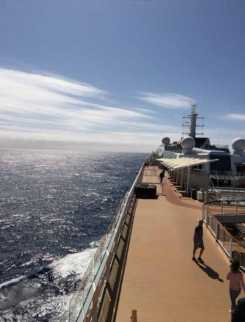 на круизном лайнере в Атлантическом океане
