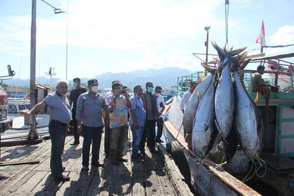 Herry Ario Naap Temui Exportir Ikan Tuna di Ambon, Jajaki Investor Perikanan.lelemuku.com.jpg