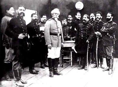 Foto de Francisco Bolognesi junto a colegas