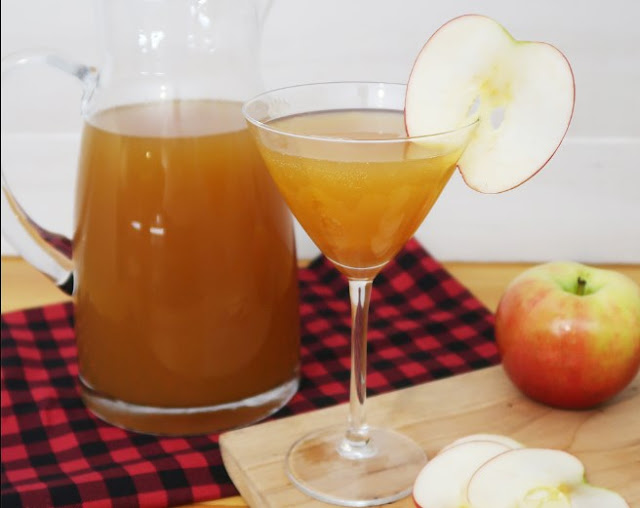 Amaretto Apple Cider Cocktail #drinks #cocktails