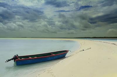 Keindahan Pantai Ngurtafur di Maluku