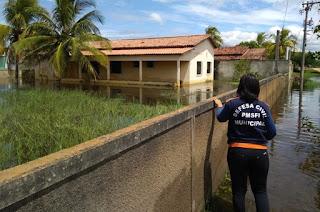 http://vnoticia.com.br/noticia/4389-chuvas-e-cheia-do-rio-paraiba-do-sul-deixam-dezenas-de-desalojados-em-sfi