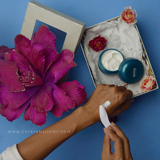 age renew anti wrinkle moisturizer teksture