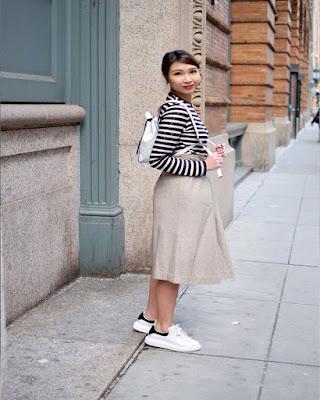 outfit con faldas y tenis blancos