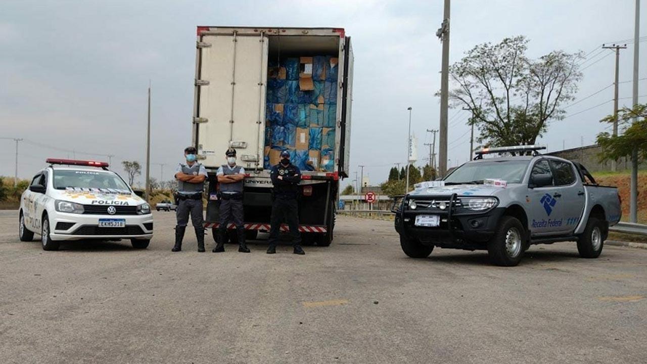 Polícia detém motorista de caminhão e apreende 350 mil maços de cigarros