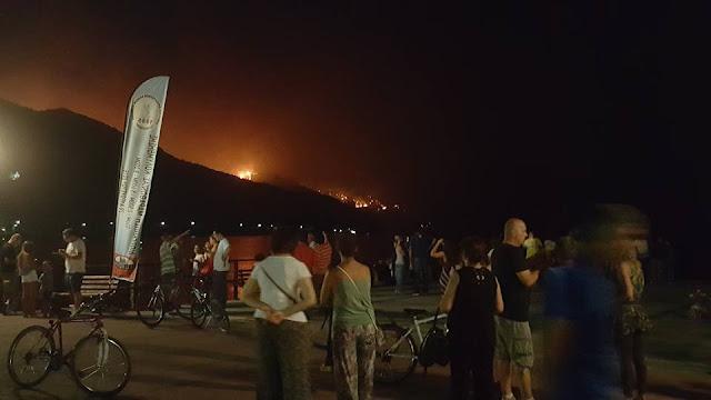 [Ελλάδα]Καίγεται η Λίμνη: Δεν κοιμήθηκε κανένας στην Βόρεια Εύβοια