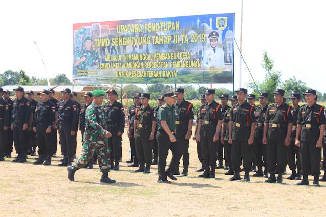 Letkol Inf Eko Juniarto Memeriksa Pasukan Upacara