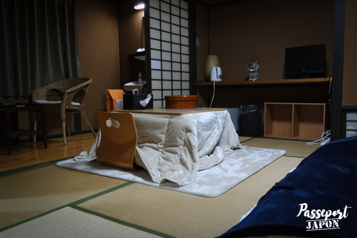 Kotatsu, chambre traditionnelle japonaise, ryokan Tadaima, Yufuin