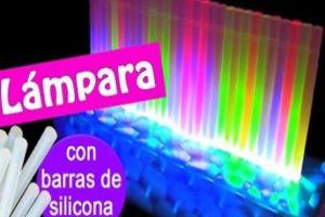 LAMPARA CON BARRAS DE SILICONA