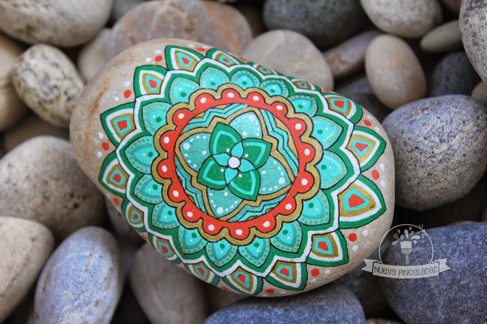 nueve pinceladas piedras y mandalas o mandalas y piedras On piedras de colores para decoracion