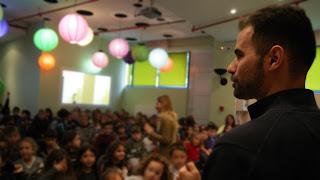 Ο Βαγγέλης μιλάει στα παιδιά