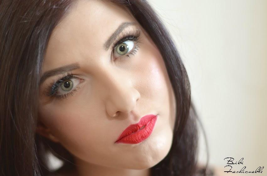 Make Up Factory Mat Lip Fluid Pure Red aufgetragen
