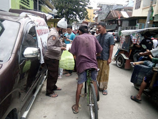 Jum'at Berkah, Polres Pelabuhan Makassar Bagikan Nasi Kotak Kepada Sesama