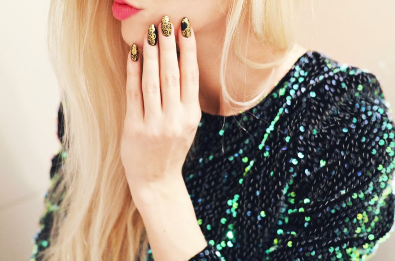 NEW YEAR'S EVE: MOTEL ROCKS GABBY SEQUIN DRESS, BAROUQUE NAILS & HEART SHAPED CLUTCH