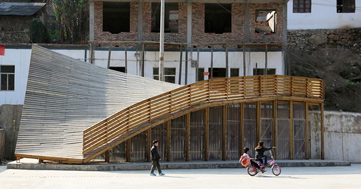 Biblioteca em madeira revitaliza aldeia destruída por terremoto
