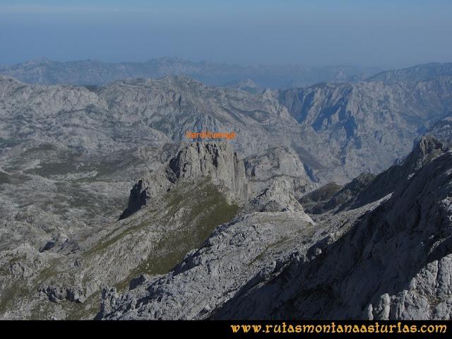 Ruta Ercina, Verdilluenga, Punta Gregoriana, Cabrones: Desde la Punta Gregoriana, vista de la Verdilluenga