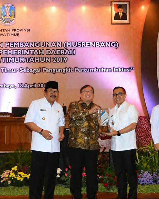 Kabupaten Banyuwangi Meraih Penghargaan Sebagai Kabupaten dengan Perencanaan dan Pelaksanaan Pembangunan Terbaik se-Jawa Timur