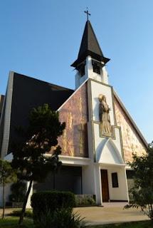 http://www.teluklove.com/2017/05/pesona-keindahan-wisata-gereja-katholik.html