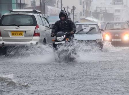 बड़ी खबर भारी बारिश से 200 से अधिक घर गिरे रायपुर समेत इन जिलों में दी है मौसम विभाग ने चेतावनी